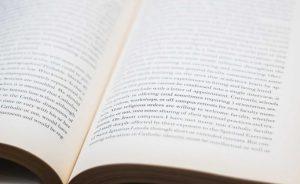 読みやすいのは「縦書き」か「横書き」か? ~冊子づくりのポイント(2)~