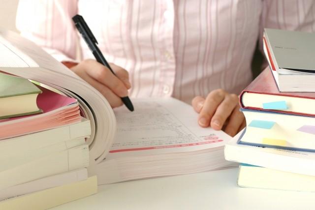 卒論、論文の印刷製本を注文する―表紙と本文におすすめの用紙、価格の目安