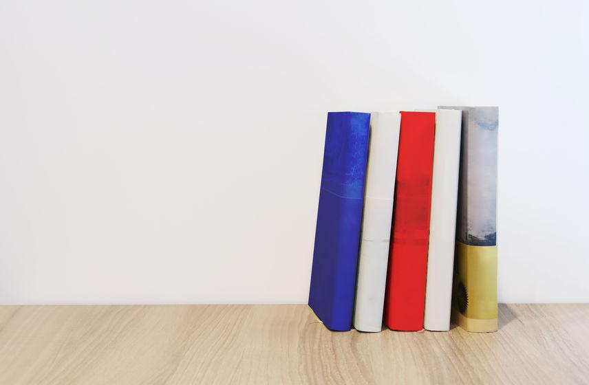ブックカバーをつけた文庫の印刷価格は?帯付きで安くきれいにするポイントも紹介